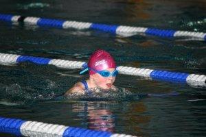 Josefa März (Jahrgang 2008) – als einzige Goldmedaillengewinnerin der SG Lauf gewann die Nachwuchsschwimmerin beim 40. Fürther Kinderschwimmen über 25m Brust in 0:24,84 min.