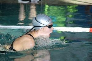 Sirka Eckhoff von der Schwimmgemeinschaft Lauf erzielte im Jahrgang 2000 zwei Titel bei den Kreismeisterschaften im Schwimmen. Sie gewann über 50 m Brust in 0:48,92 min. und 50 m Rücken in 0:47,91 min.