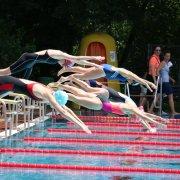 Start zum schnellsten Lauf der Frauen über 100m Freistil